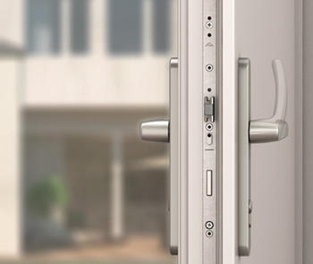 H600, a handle-operated multi-point locking system for a swing door